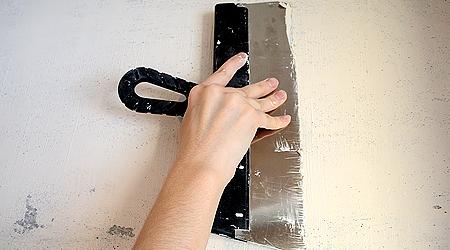 Грунтуем и шпатлюем стены