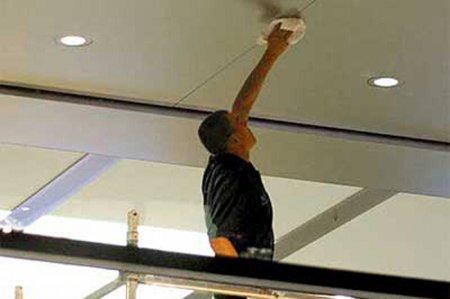 Как мыть подвесные потолки?
