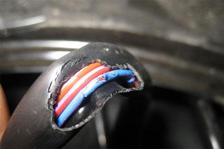 Как правильно поступить, если загорелась электропроводка?