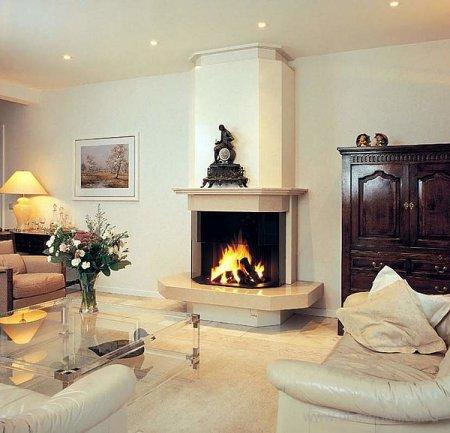 Камин в гостиной — сердце любого дома.
