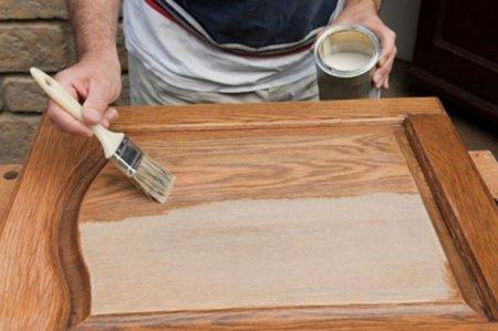 Как сделать двери из древесины?